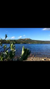 Lofssjön erbjuder bad och fiske sommartid