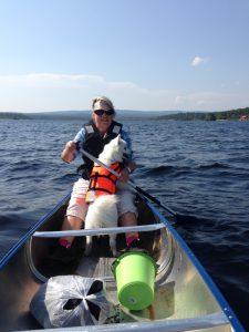 En härlig tur med kanot i vackra Lofssjön. Hyr kanot på Turistbyrån.